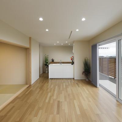 リビングから眺める桜島の景色が毎日に彩りを与える住まい Y様邸(夫婦+子ども2人)のサムネイル