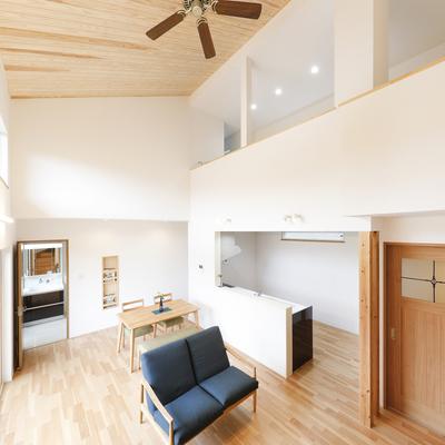 「家族も空気もつなげる」スキップフロアのある住まい N様邸(夫婦+子ども2人)のサムネイル