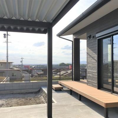 景色が楽しめる暮らしやすさを追求した明るいリビングの平屋作り  鹿児島市/G様邸 (夫婦)のサムネイル